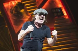 Le-chanteur-d-AC-DC